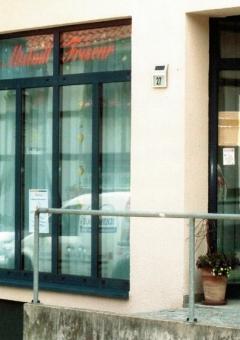 Altstadt-Friseur-Schaufenster-BEA